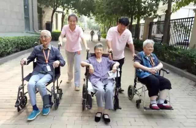 椿萱茂高端社区养老院中的温情时光
